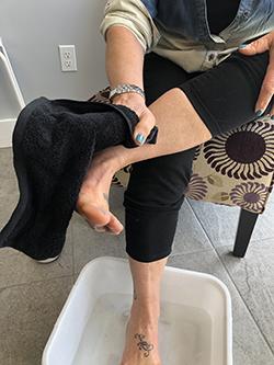Feetz Foot Scrub pat dry